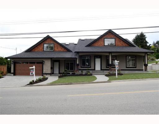 "Main Photo: 390 55TH Street in Tsawwassen: Pebble Hill House 1/2 Duplex for sale in ""PEBBLE HILL"" : MLS®# V807633"