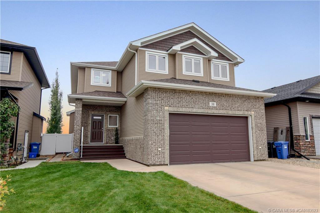 Main Photo: 38 Turner Crescent in Red Deer: RR Timberlands Residential for sale : MLS®# CA0183523