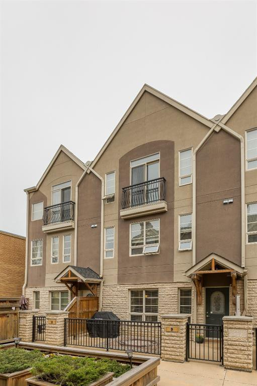 Main Photo: 9 1729 34 Avenue SW in Calgary: Altadore Row/Townhouse for sale : MLS®# A1018422