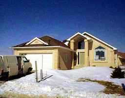 Main Photo: 15 MARKSBRIDGE Drive in WINNIPEG: River Heights / Tuxedo / Linden Woods Single Family Detached for sale (South Winnipeg)  : MLS®# 9902952