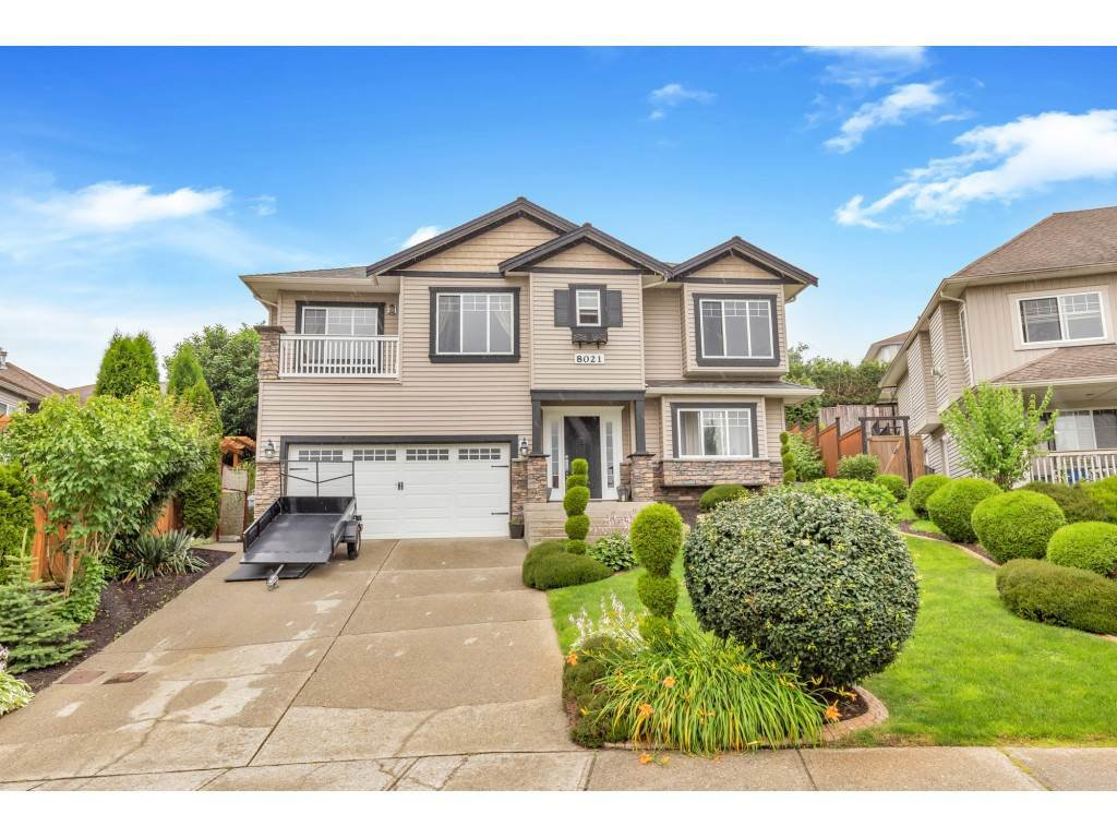 Main Photo: 8021 LITTLE Terrace in Mission: Mission BC House for sale : MLS®# R2475487