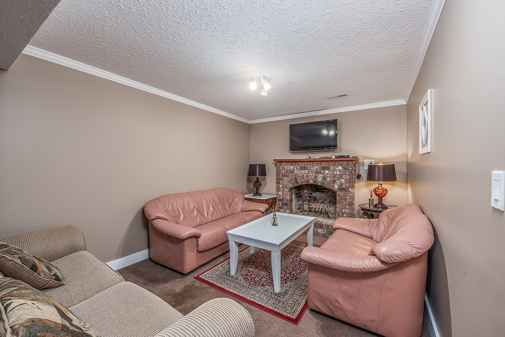 "Photo 14: Photos: 4948 198B Street in Langley: Langley City House for sale in ""Park Estates"" : MLS®# R2510415"