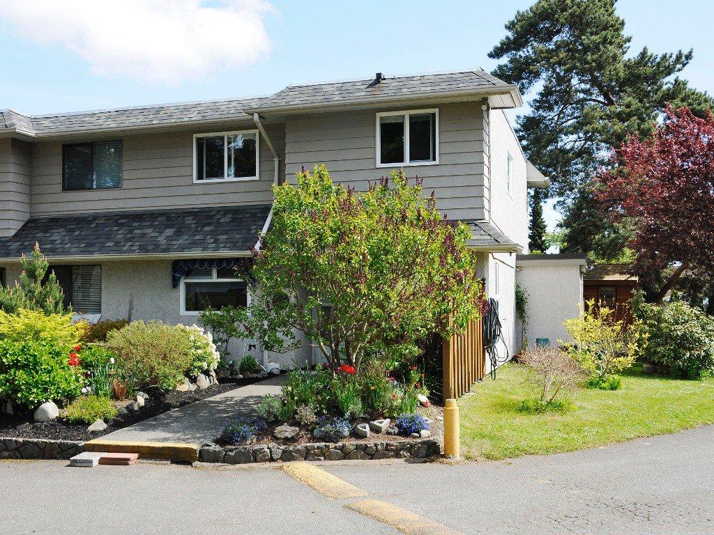 Main Photo: 1 1010 Ellery Street in VICTORIA: Es Rockheights Townhouse for sale (Esquimalt)  : MLS®# 336607