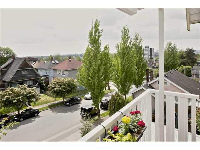 "Main Photo: 406 1623 E 2ND Avenue in Vancouver: Grandview VE Condo for sale in ""GRANDVIEW MANOR"" (Vancouver East)  : MLS®# V1066564"