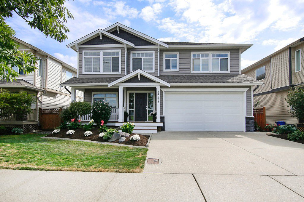 """Main Photo: 34906 2ND Avenue in Abbotsford: Poplar House for sale in """"Huntindgon Village"""" : MLS®# R2102845"""