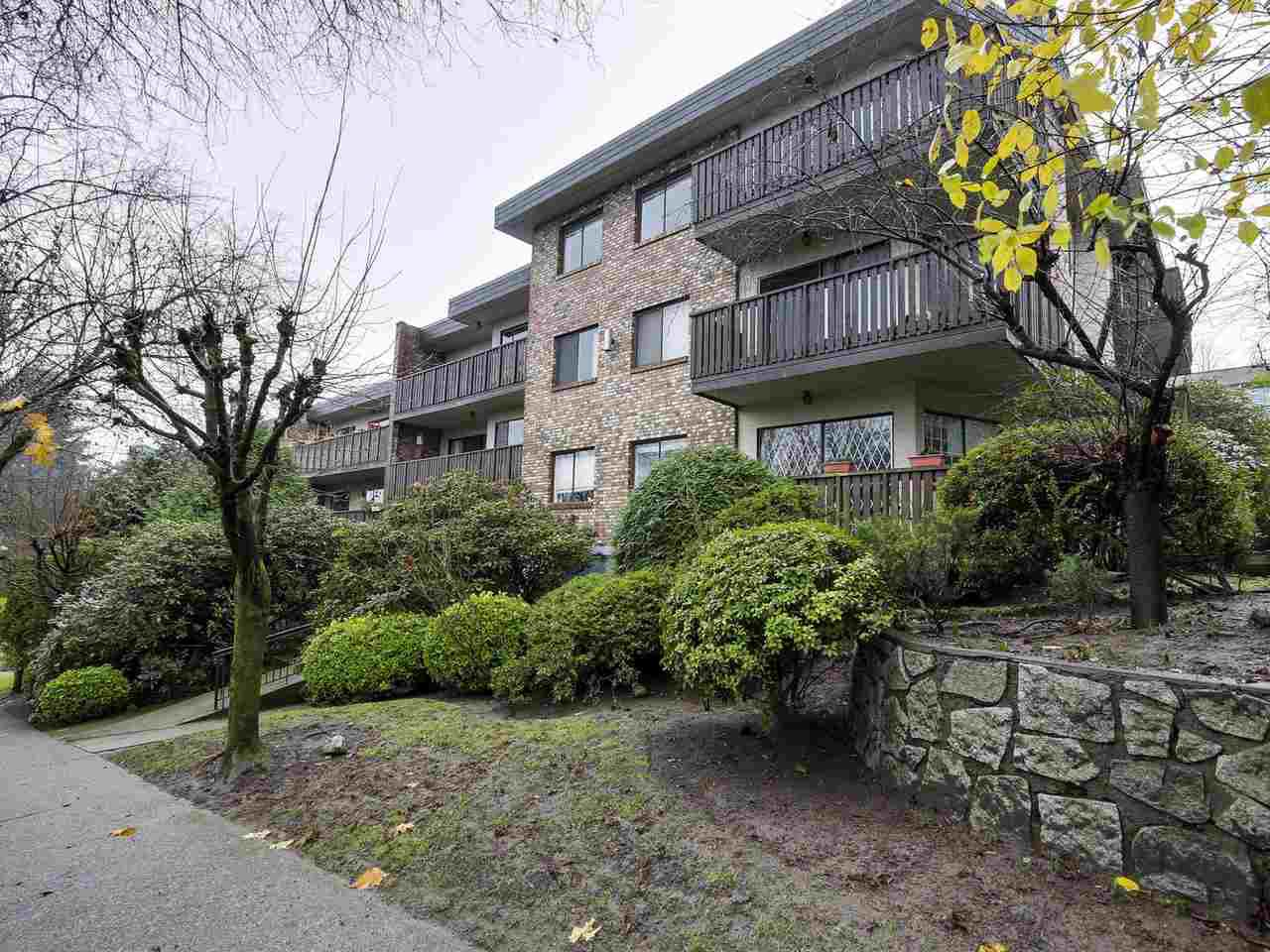 """Main Photo: 202 930 E 7TH Avenue in Vancouver: Mount Pleasant VE Condo for sale in """"WINDSOR PARK"""" (Vancouver East)  : MLS®# R2126516"""