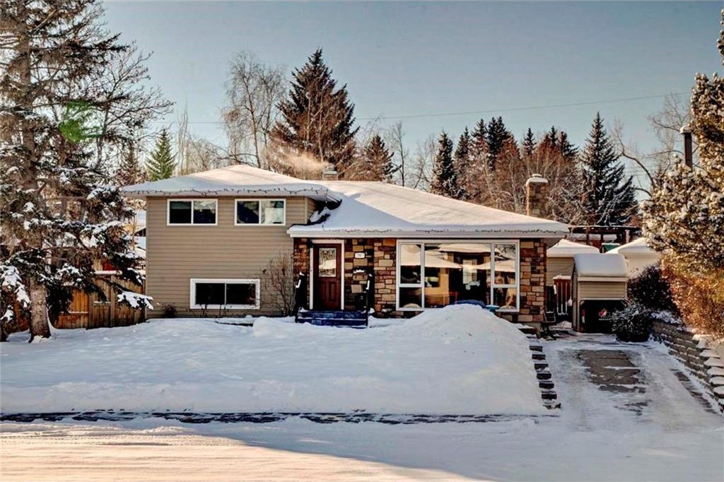 Main Photo: 79 WOODLARK Drive SW in Calgary: Wildwood House for sale : MLS®# C4093844