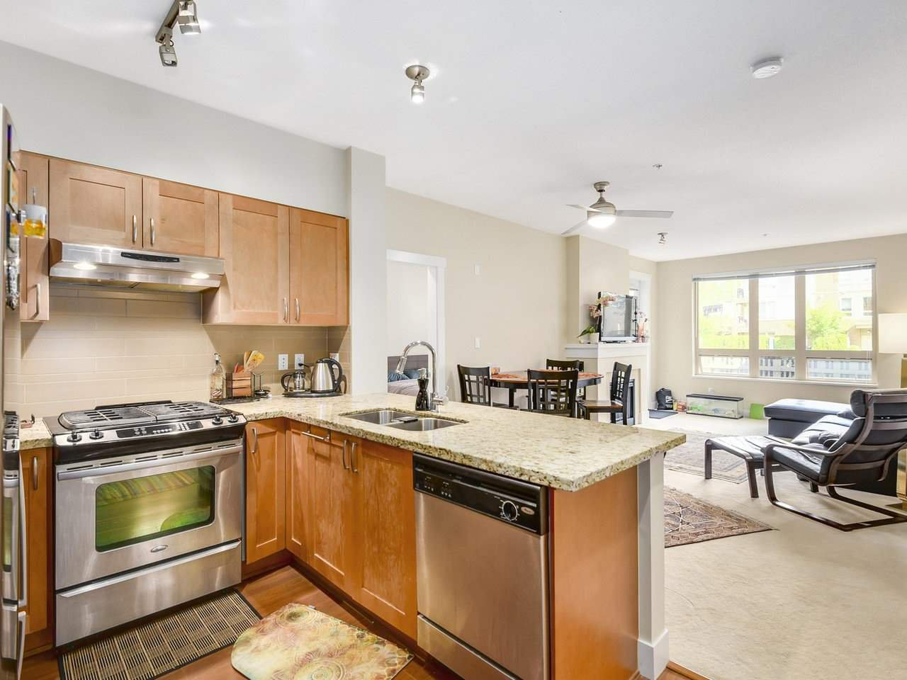 Photo 4: Photos: 106 2601 WHITELEY COURT in North Vancouver: Lynn Valley Condo for sale : MLS®# R2186381