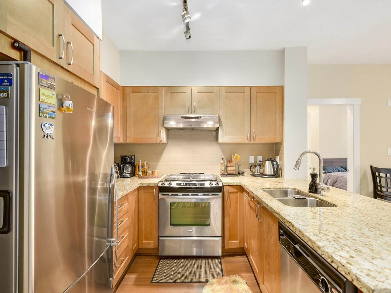 Photo 6: Photos: 106 2601 WHITELEY COURT in North Vancouver: Lynn Valley Condo for sale : MLS®# R2186381