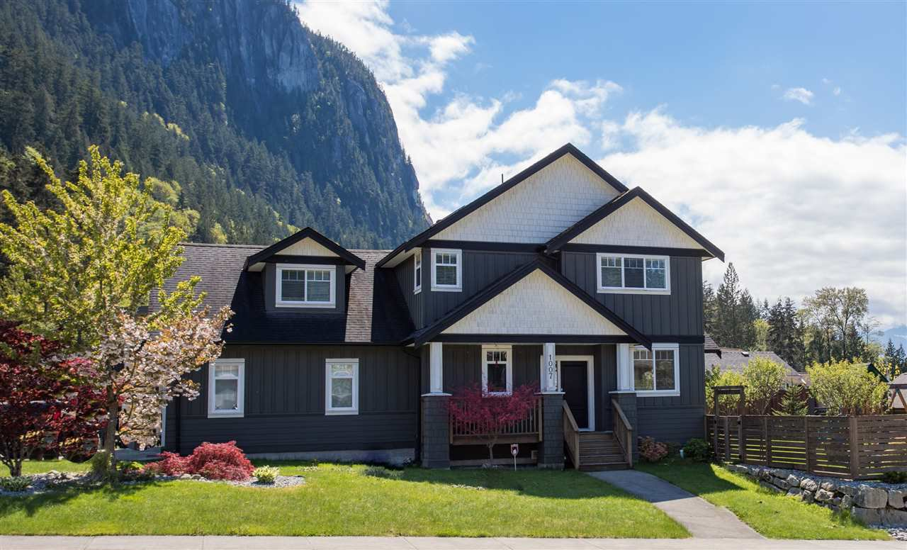 "Main Photo: 1007 BALSAM Place in Squamish: Valleycliffe House for sale in ""RAVENS PLATEAU"" : MLS®# R2232949"