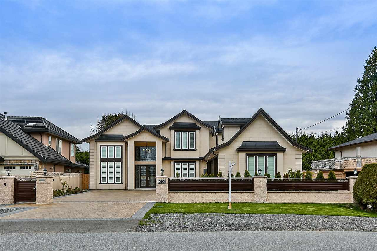 A magnificent custom build 7,920 sf lot with 3,622 sf luxury house located in Saunders