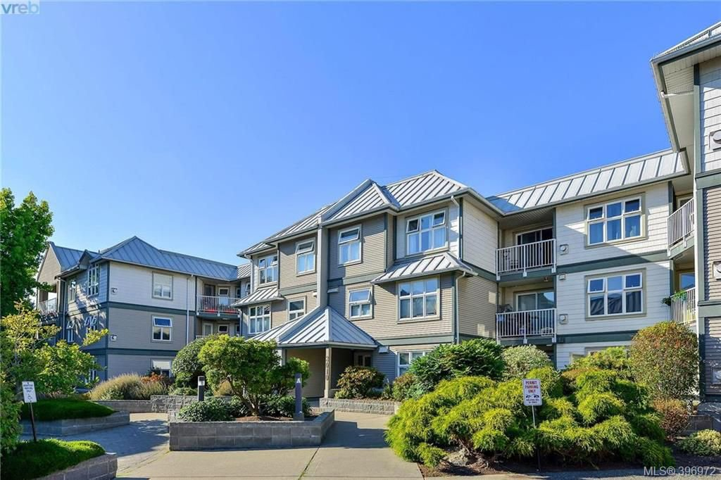 Main Photo: 203 3010 Washington Ave in VICTORIA: Vi Burnside Condo Apartment for sale (Victoria)  : MLS®# 794042