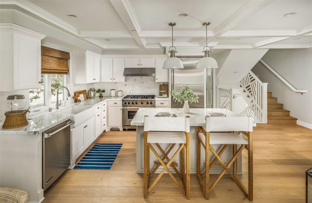 Main Photo: LA JOLLA House for sale : 2 bedrooms : 8010 La Jolla Shores Dr