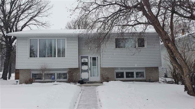 Main Photo: 2 Russenholt Street in Winnipeg: Crestview Residential for sale (5H)  : MLS®# 1903457