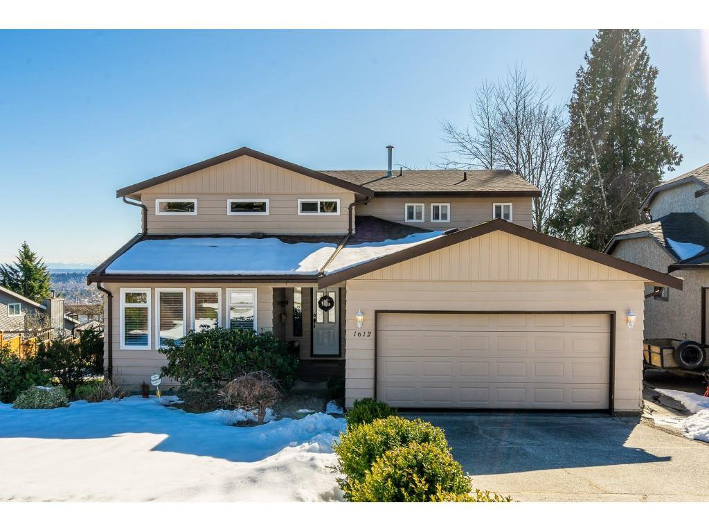 Main Photo: 1612 HEMLOCK Place in Port Moody: Mountain Meadows House for sale : MLS®# R2343943