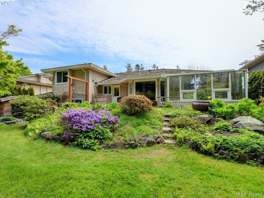 Main Photo: 4540 Pheasantwood Terr in VICTORIA: SE Broadmead House for sale (Saanich East)  : MLS®# 817353