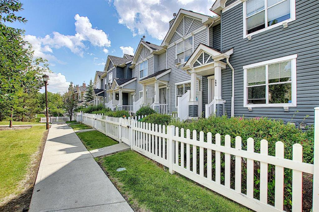 Main Photo: 160 ELGIN Gardens SE in Calgary: McKenzie Towne Row/Townhouse for sale : MLS®# A1017963