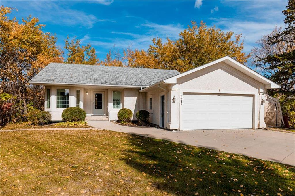 Main Photo: 825 MAIN Street in Steinbach: R16 Residential for sale : MLS®# 202024805