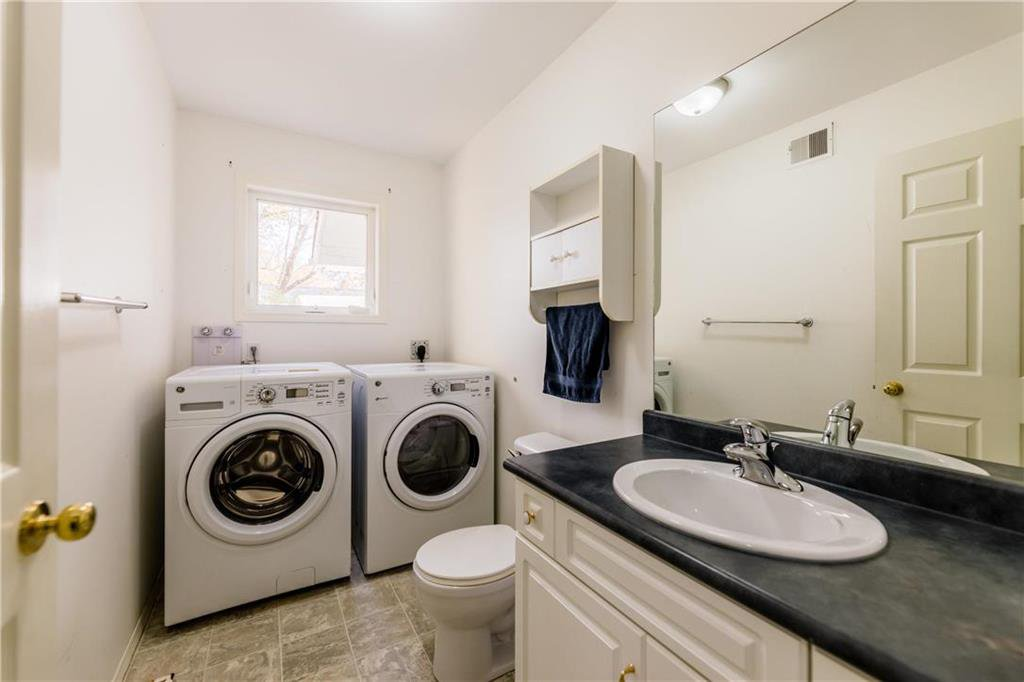 Photo 18: Photos: 825 MAIN Street in Steinbach: R16 Residential for sale : MLS®# 202024805