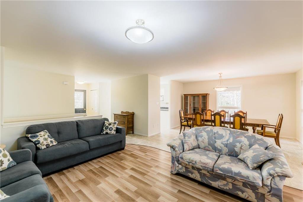 Photo 16: Photos: 825 MAIN Street in Steinbach: R16 Residential for sale : MLS®# 202024805