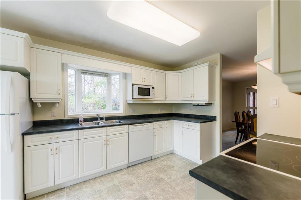 Photo 3: Photos: 825 MAIN Street in Steinbach: R16 Residential for sale : MLS®# 202024805