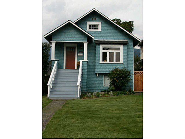 Main Photo: 228 E 20TH Street in North Vancouver: Central Lonsdale House for sale : MLS®# V1053939