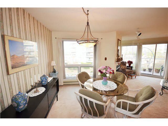 Photo 1: Photos: 301 1210 QUAYSIDE Drive in New Westminster: Quay Condo for sale : MLS®# V1099509