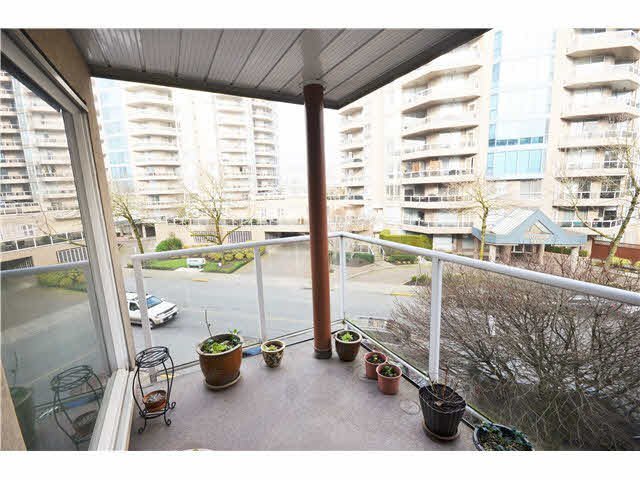 Photo 10: Photos: 301 1210 QUAYSIDE Drive in New Westminster: Quay Condo for sale : MLS®# V1099509