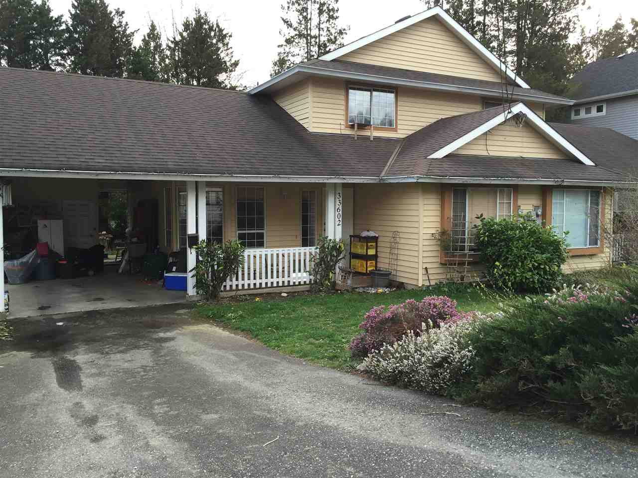 Main Photo: 33602 2 Avenue in Mission: Mission BC House 1/2 Duplex for sale : MLS®# R2042001