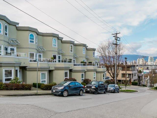 Main Photo: 2307 ALDER STREET in : Fairview VW Townhouse for sale : MLS®# V1124045