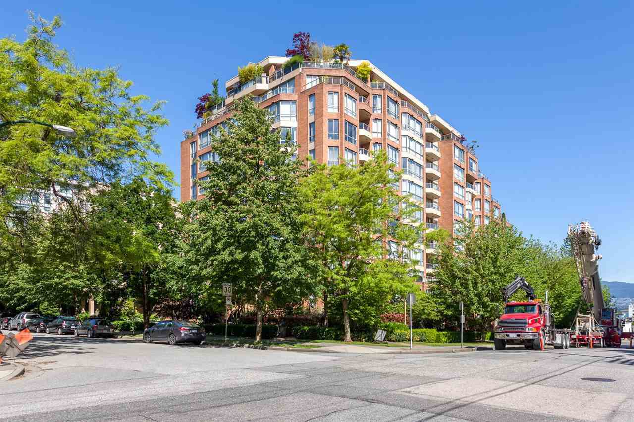 "Main Photo: 416 1707 W 7TH Avenue in Vancouver: Fairview VW Condo for sale in ""Santa Fe"" (Vancouver West)  : MLS®# R2175569"
