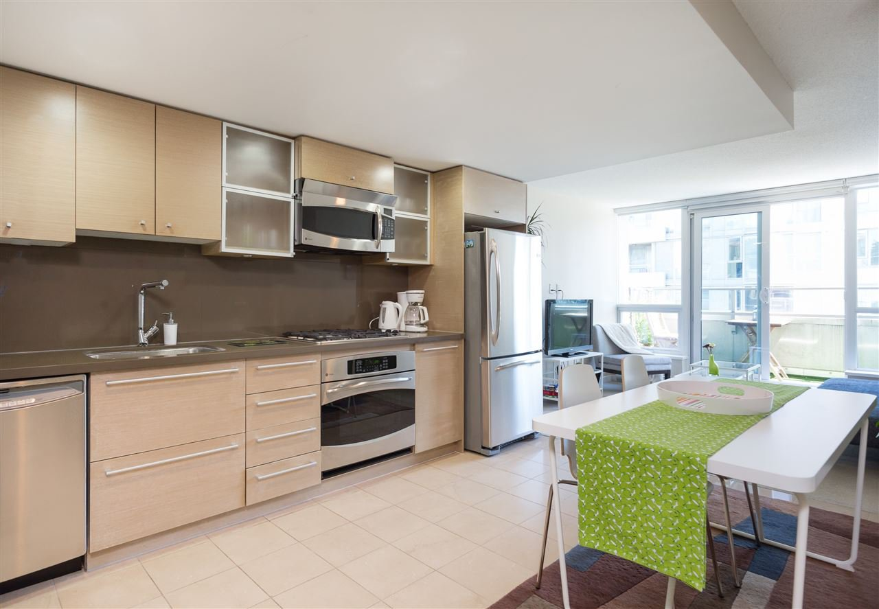 """Main Photo: 701 833 SEYMOUR Street in Vancouver: Downtown VW Condo for sale in """"THE CAPITOL"""" (Vancouver West)  : MLS®# R2185713"""