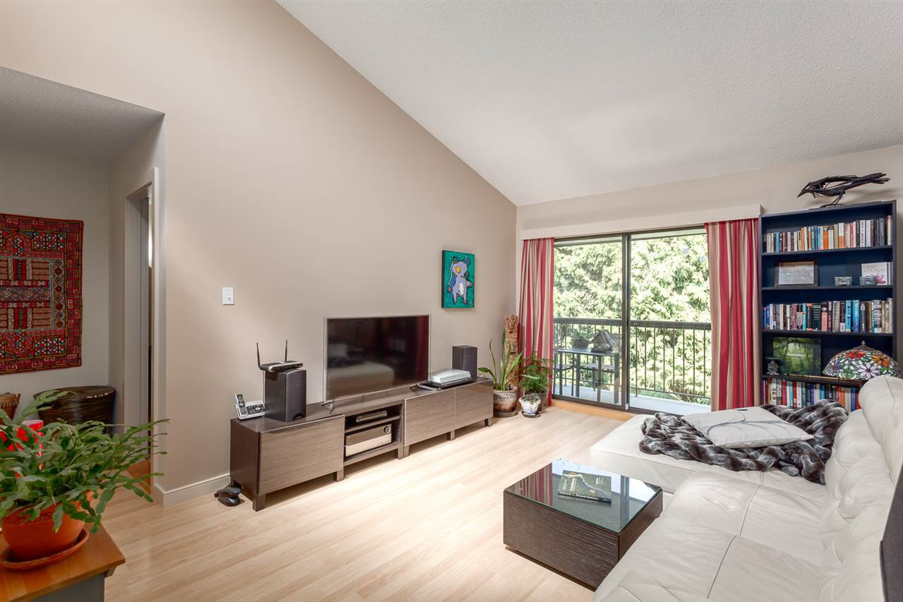 "Main Photo: 308 1515 E 5TH Avenue in Vancouver: Grandview VE Condo for sale in ""Woodland Place"" (Vancouver East)  : MLS®# R2202256"