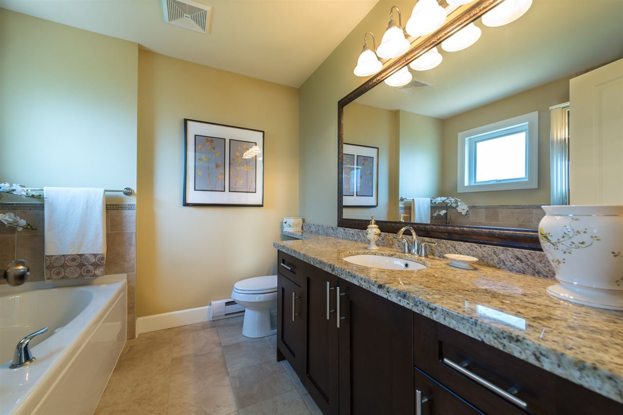 """Photo 8: Photos: 13 9733 NO 2 Road in Richmond: Lackner Townhouse for sale in """"TERASA GREEN"""" : MLS®# R2205305"""