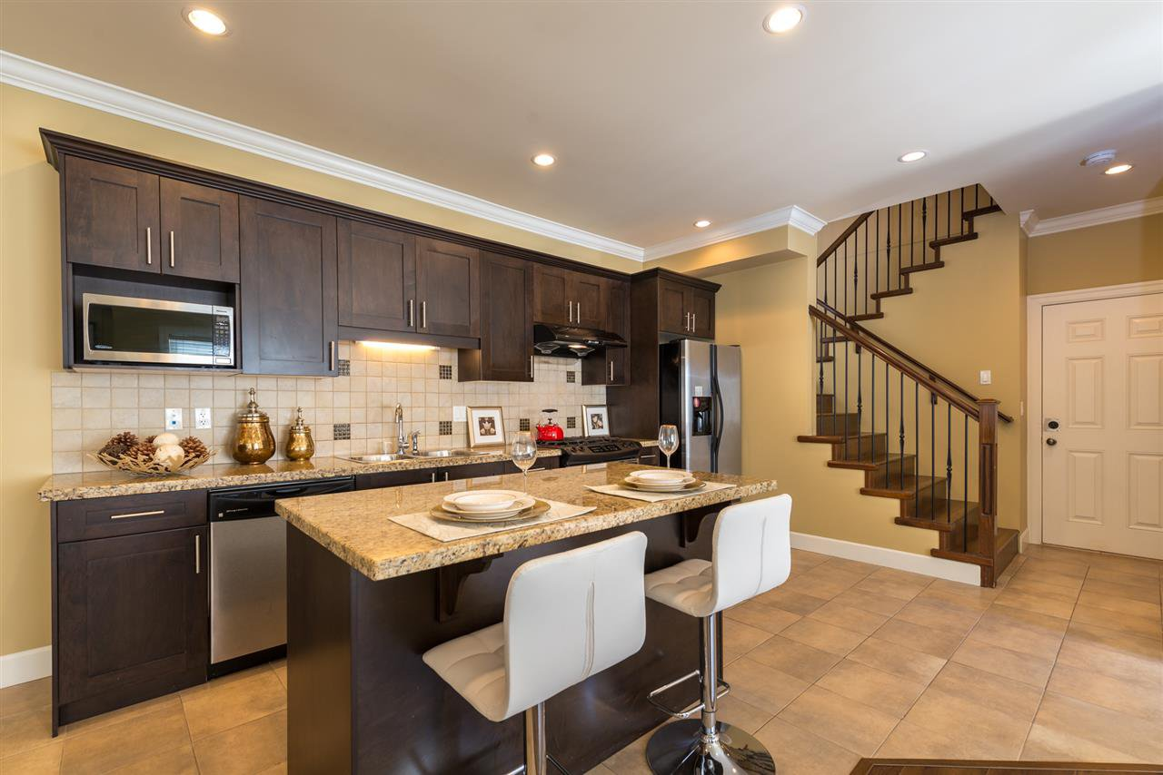 """Photo 4: Photos: 13 9733 NO 2 Road in Richmond: Lackner Townhouse for sale in """"TERASA GREEN"""" : MLS®# R2205305"""