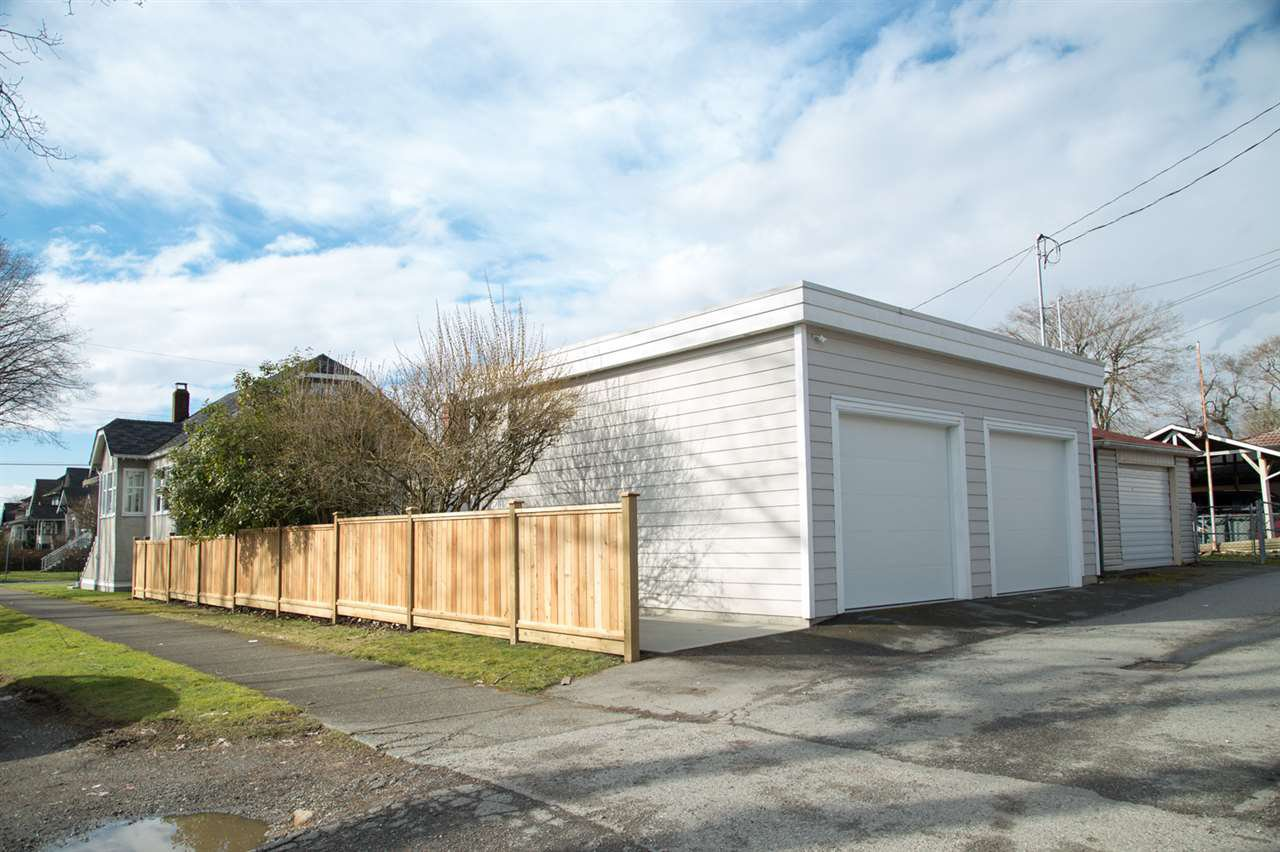 "Photo 19: Photos: 2286 GARDEN Drive in Vancouver: Grandview VE House for sale in ""GRANDVIEW"" (Vancouver East)  : MLS®# R2245488"