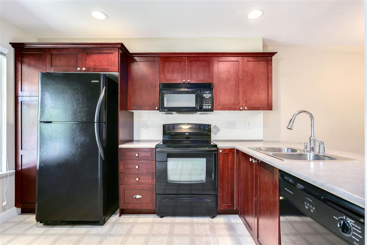 "Photo 4: Photos: 44 6568 193B Street in Surrey: Clayton Townhouse for sale in ""Belmont"" (Cloverdale)  : MLS®# R2289526"