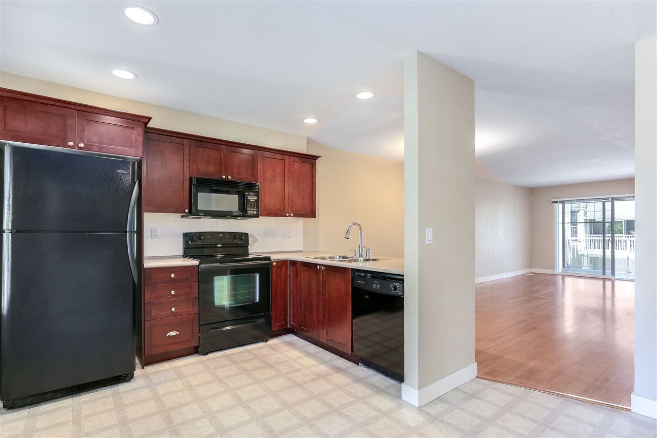 "Photo 3: Photos: 44 6568 193B Street in Surrey: Clayton Townhouse for sale in ""Belmont"" (Cloverdale)  : MLS®# R2289526"
