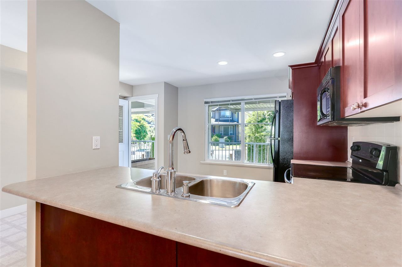 "Photo 5: Photos: 44 6568 193B Street in Surrey: Clayton Townhouse for sale in ""Belmont"" (Cloverdale)  : MLS®# R2289526"