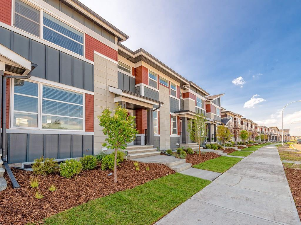 Main Photo: 44 SKYVIEW Circle NE in Calgary: Skyview Ranch Row/Townhouse for sale : MLS®# C4197899