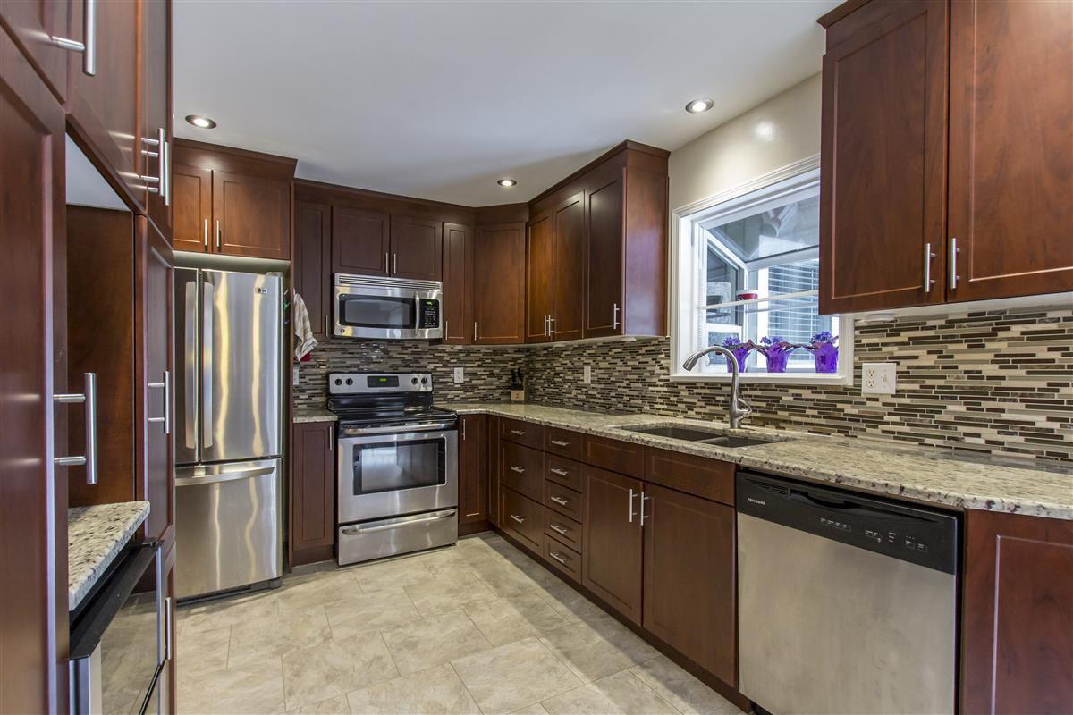 Main Photo: 11527 BEST Street in Maple Ridge: Southwest Maple Ridge House for sale : MLS®# R2339997