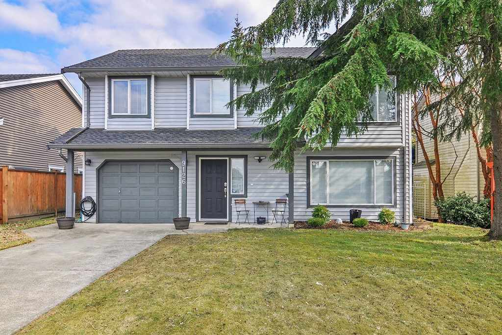 Main Photo: 9126 212A Place in Langley: Walnut Grove House for sale : MLS®# R2347718