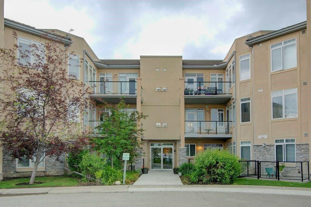 Main Photo: 206 2121 98 Avenue SW in Calgary: Palliser Apartment for sale : MLS®# C4242491