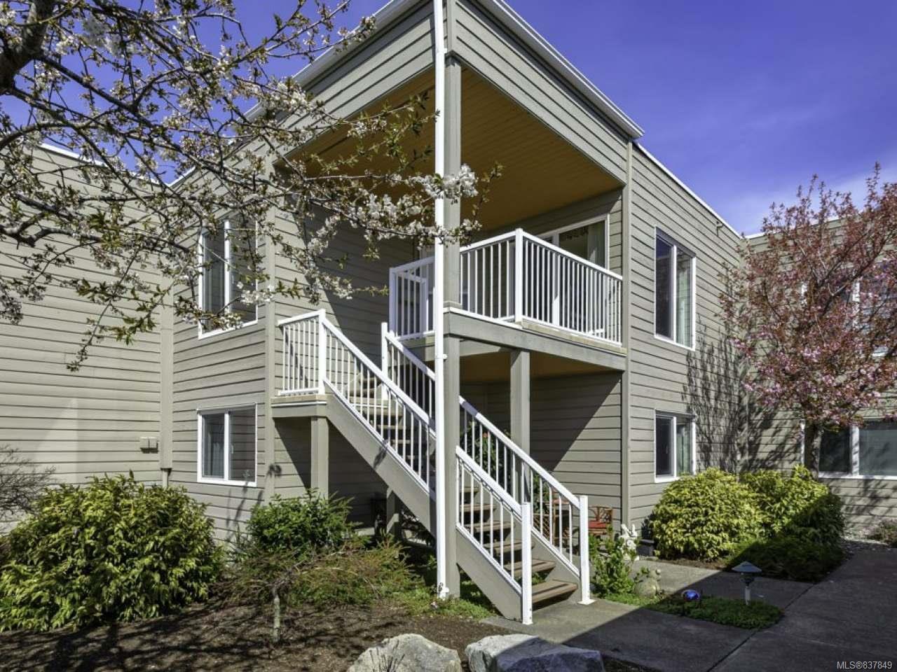 Main Photo: 121 1807 Beaufort Ave in COMOX: CV Comox (Town of) Condo Apartment for sale (Comox Valley)  : MLS®# 837849