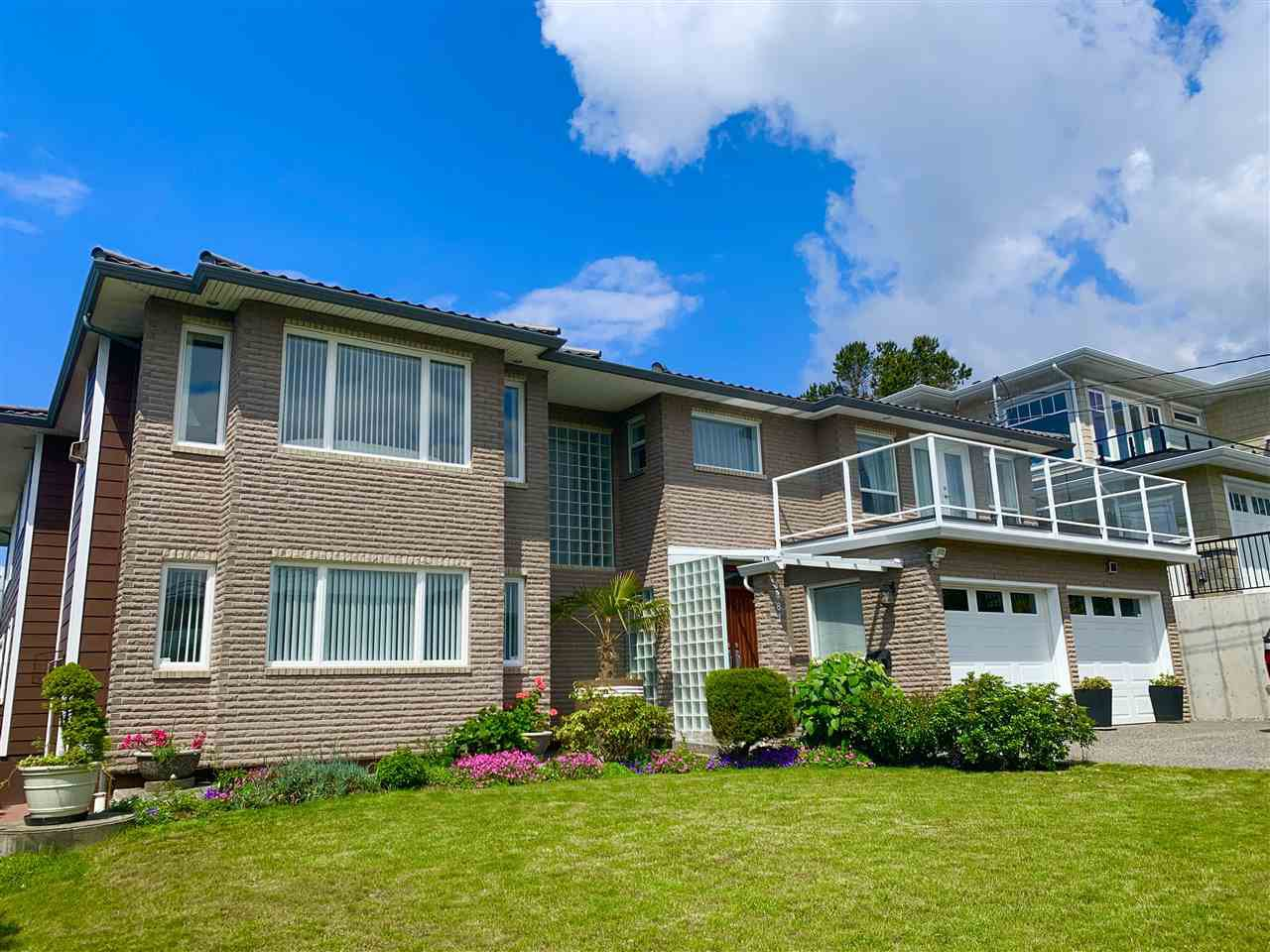 Main Photo: 1081 LEE Street: White Rock House for sale (South Surrey White Rock)  : MLS®# R2463700