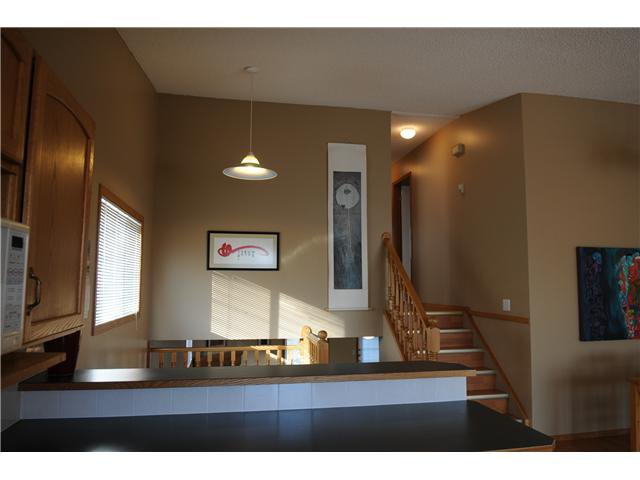 Photo 6: Photos: 38 ERIN LINK SE in CALGARY: Erinwoods Residential Detached Single Family for sale (Calgary)  : MLS®# C3497032