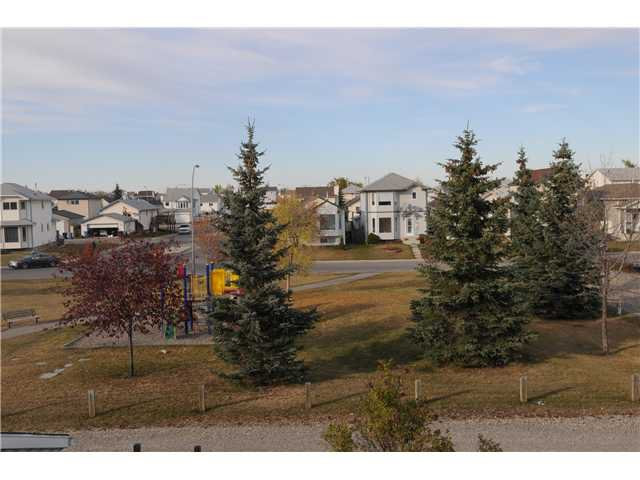Photo 16: Photos: 38 ERIN LINK SE in CALGARY: Erinwoods Residential Detached Single Family for sale (Calgary)  : MLS®# C3497032