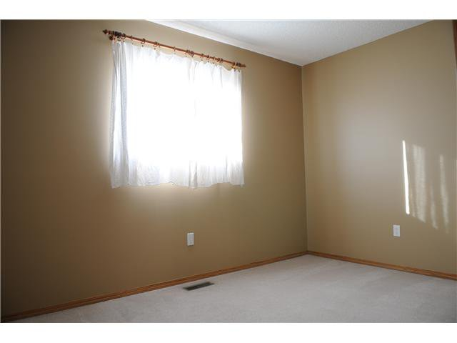 Photo 9: Photos: 38 ERIN LINK SE in CALGARY: Erinwoods Residential Detached Single Family for sale (Calgary)  : MLS®# C3497032