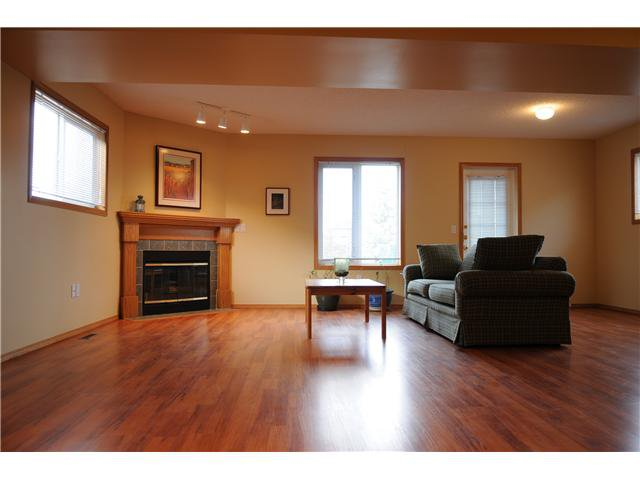 Photo 7: Photos: 38 ERIN LINK SE in CALGARY: Erinwoods Residential Detached Single Family for sale (Calgary)  : MLS®# C3497032