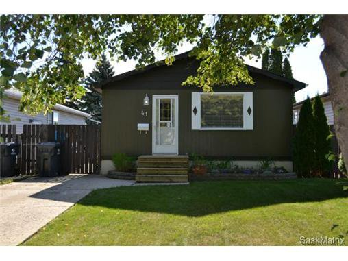 Main Photo: 41 Glenwood Avenue in Saskatoon: Westview Heights Single Family Dwelling for sale (Saskatoon Area 05)  : MLS®# 514341